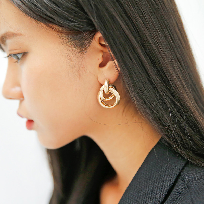 Double twist earring-모스빈